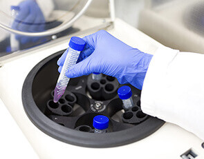 Получение протеинов крови прямо в клинике за 15 минут.