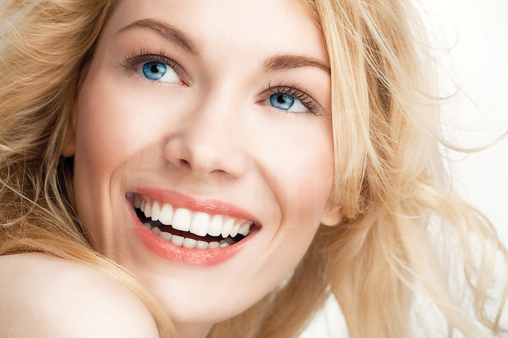 Пластиковые зубы виниры
