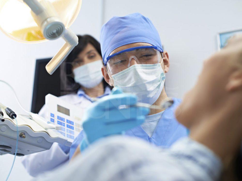 Лечение зубов без сверления